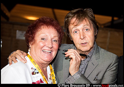 Sir Paul McCartney signing his old friend original Hard Rock Café Waitress Rita Gilligan, 27 June 2009