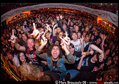 Crowd for Steel Panther at Shepherds Bush Empire on 16 September 2009