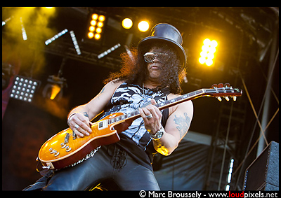 Slash performing at Hellfest, CLisson, France, 19 June 2010