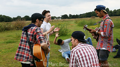 Acoustic rehearsal before the take - Olly Murs and Rizzle Kicks